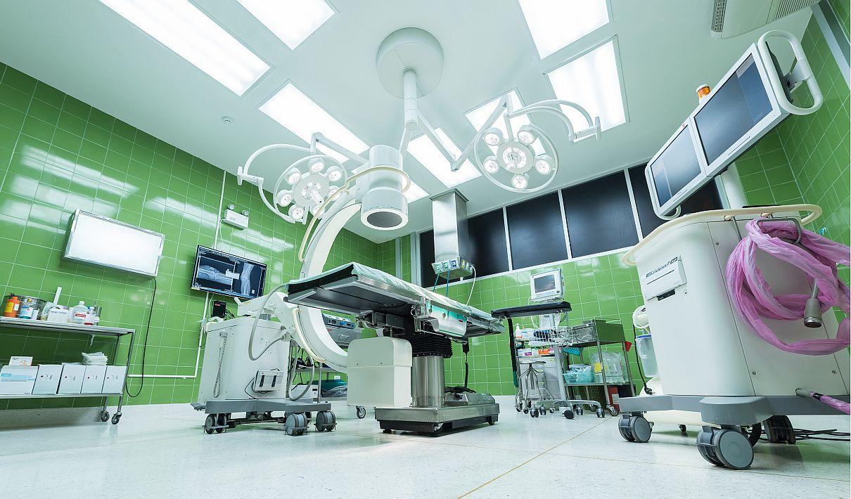 De afgelopen jaren krompen algemene ziekenhuizen. Als dat doorzet, kan de Nederlandse specialistische zorg over enkele jaren met minder ziekenhuizen af.