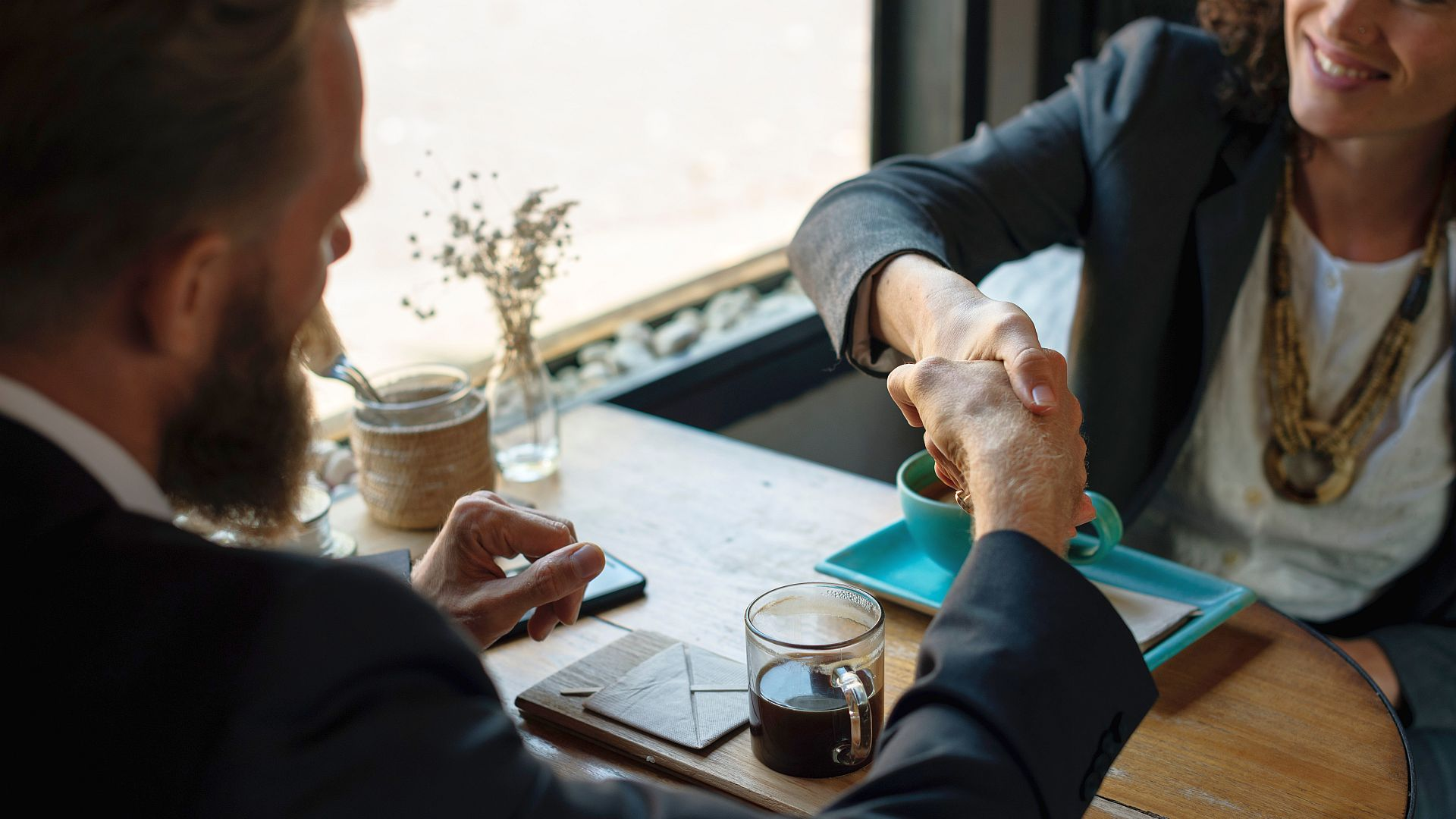 Het zou goed zijn als zorginstellingen compliance officers zouden aanstellen die met zorgverzekeraars onderhandelen om financiële regels te harmoniseren.
