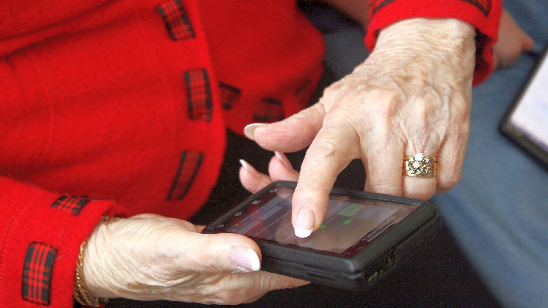 Ik ben ik blij met het besluit om zorgverleners te verplichten patiëntgegevens digitaal te delen. Want mantelzorgers en professionals communiceren graag zo.